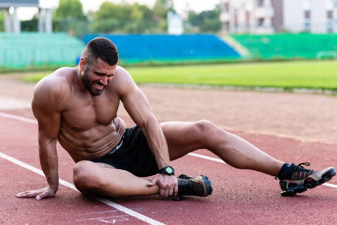 Come prevenire lesioni e dolori alle ginocchia, alle spalle o alla schiena durante l'allenamento?