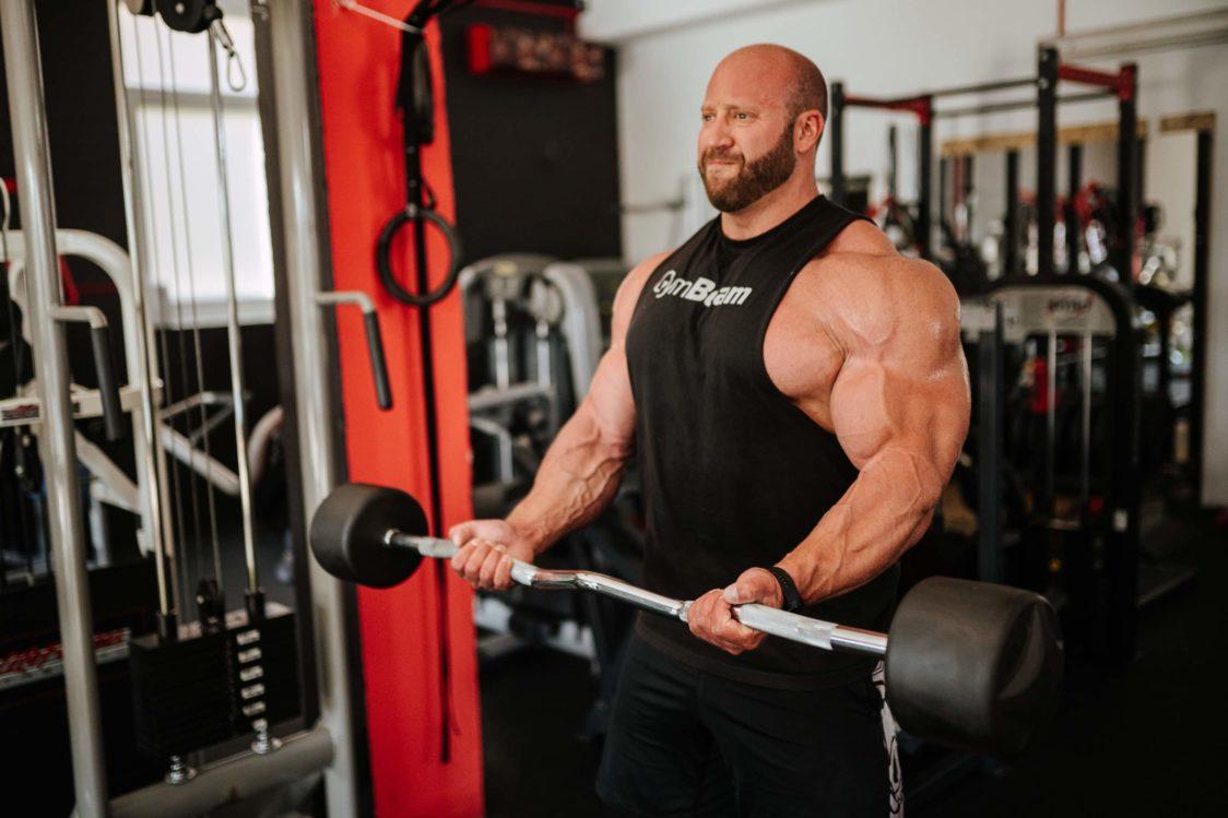Fare esercizio con i pesi può farti sovraccaricare i muscoli