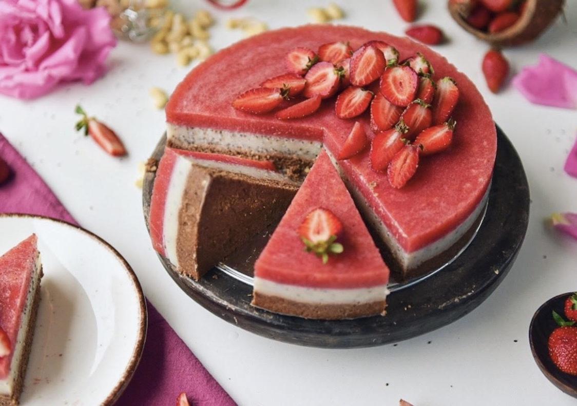 Ricetta fitness: torta di fragole cruda vegana