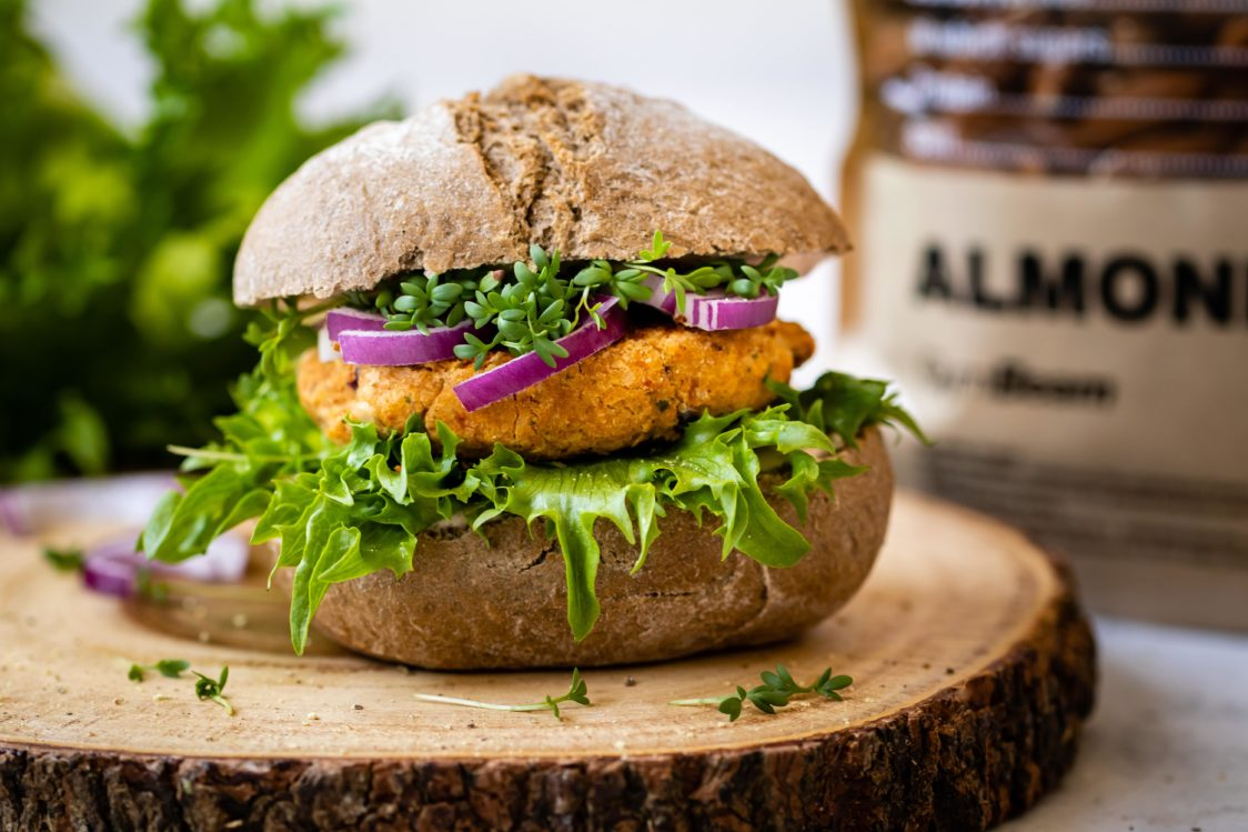 Fitness Recipe: Vegan Burger with Chickpeas instead of Meat
