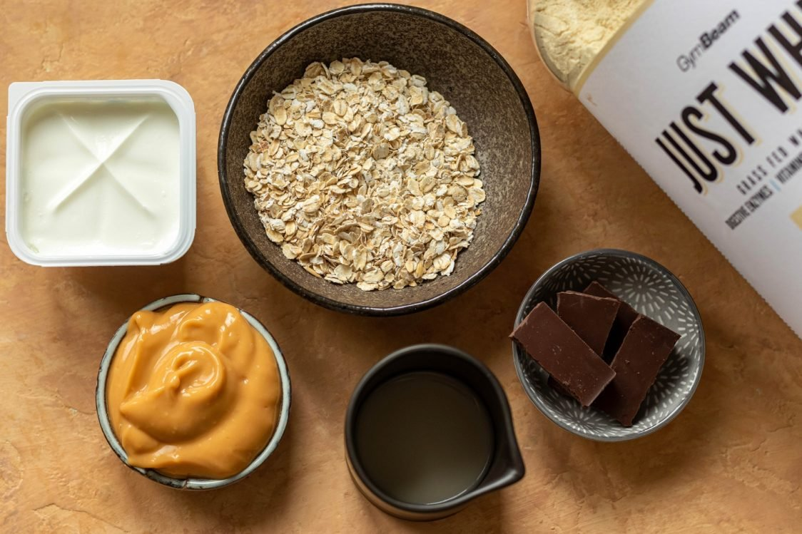 Ingredients for Overnight Oats with Puding & Chocolate Crust