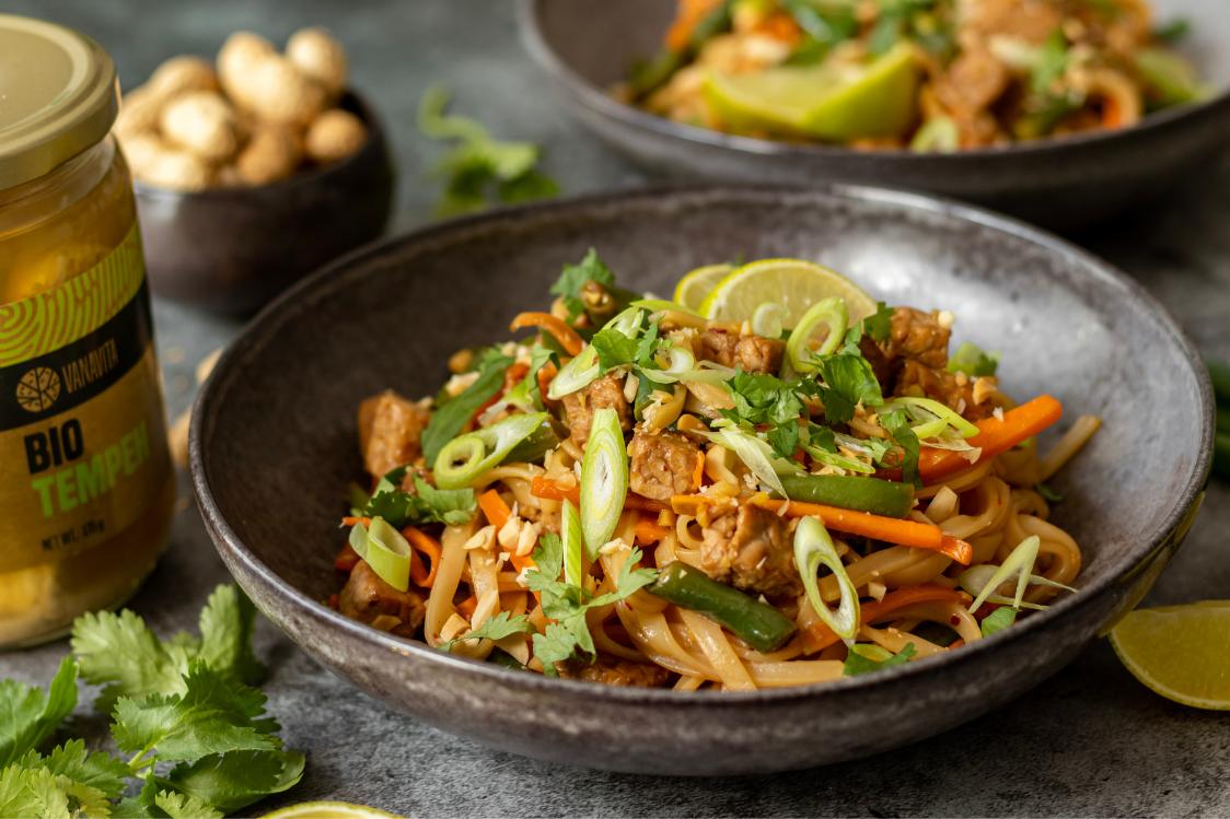 Fitness recept: Pad Thai rezance s tempehom a čerstvou zeleninou