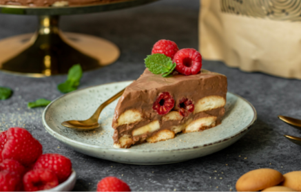 Recept - Nepečená čokoládová torta z piškót, ovocia a tvarohu
