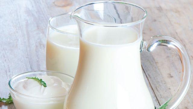 7 potravín, ktoré redukujú bolesti svalov po tréningu mlieko