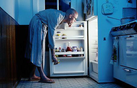 Nočné útoky na chladničku: 12 rád ako sa prejesť k 100. narodeninám