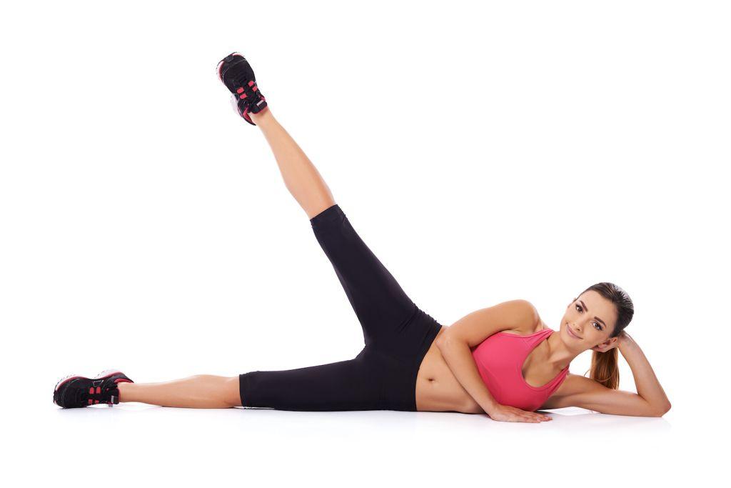 Dvíhanie nohy do strán- 10 cvikov na zadok snov