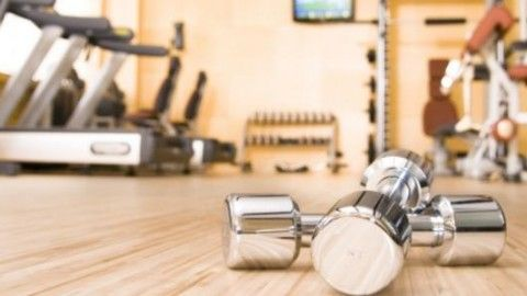 11 pravidiel etikety vo fitku, majte rešpekt k závažiam