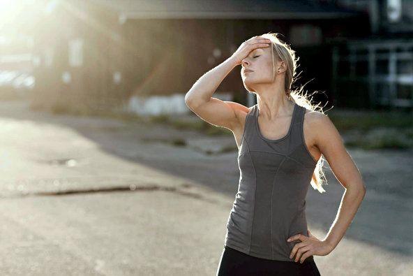 Prečo pociťujete pulzujúcu bolesť hlavy, keď cvičíte?