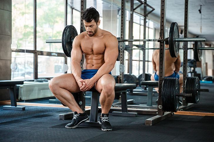prestávky medzi tréningmi, opakovaniami a sériami desatoro fitness na rast svalov