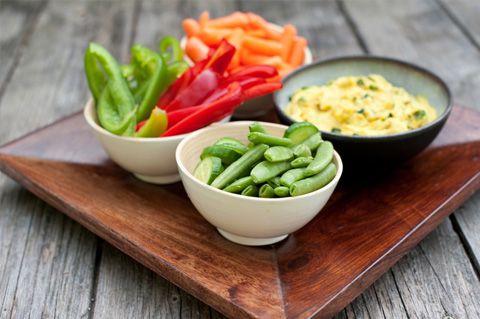 7 výživných olovrantov, ktoré môžete mať vždy po ruke, zelenina a humus