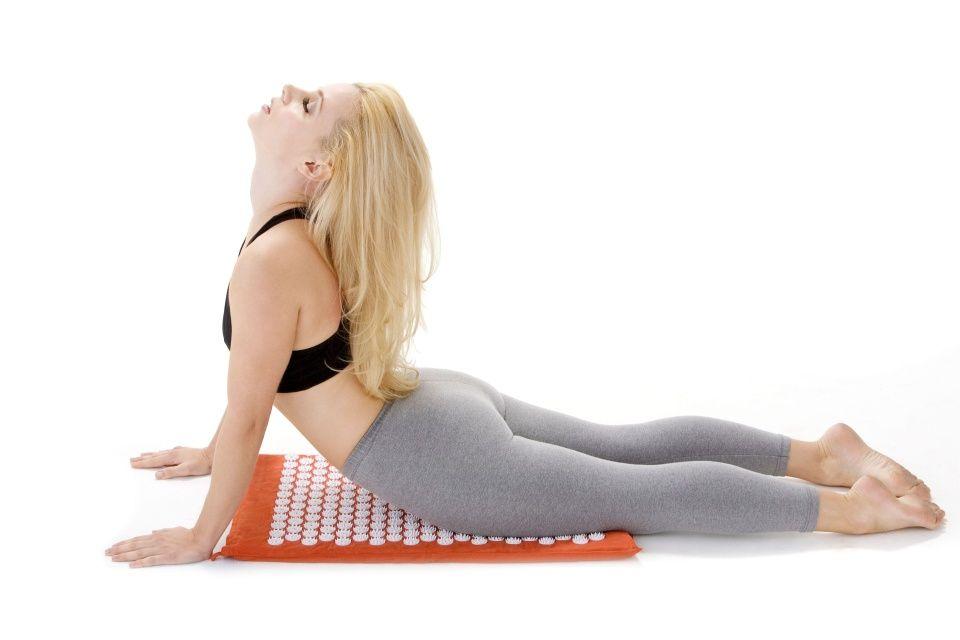 naťahovanie kobra cvik uvoľní stuhnutý chrbát a bolesti chrbtice
