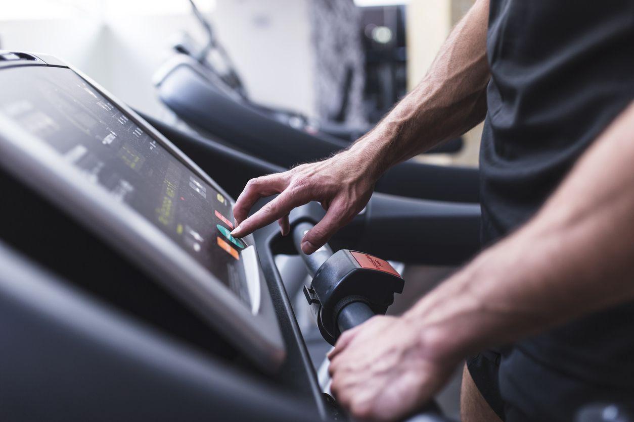 6 najväčších chýb pri silovom tréningu - zahrievanie sa kardio tréningom