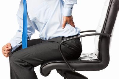Menej sedenia a viac prestávok na bolesti chrbta