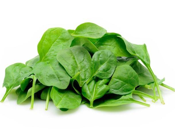 7 potravín, ktoré redukujú bolesti svalov po tréningu kel a špenát