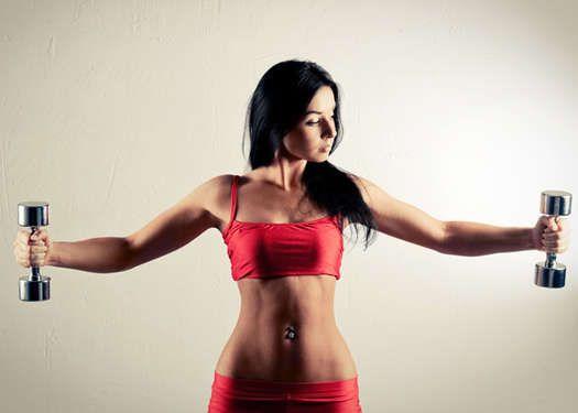 15 najzbytočnejších cvikov Upažovanie v stoji