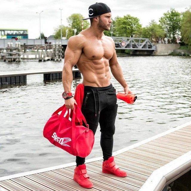 Tavi Castro tréningový plán strava a výživové doplnky