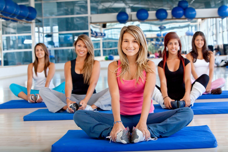 11 pravidiel etikety v posilňovni, o ktorých vám nikto nepovie, joga podložka